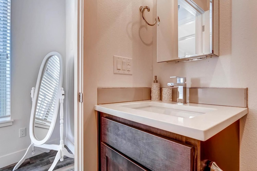 d029 2 bedroom apartment by senstay denver usa hotwire