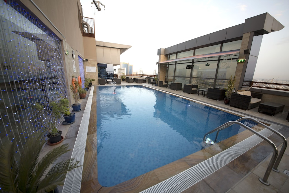 Rooftop Pool, Best Western Plus Pearl Creek