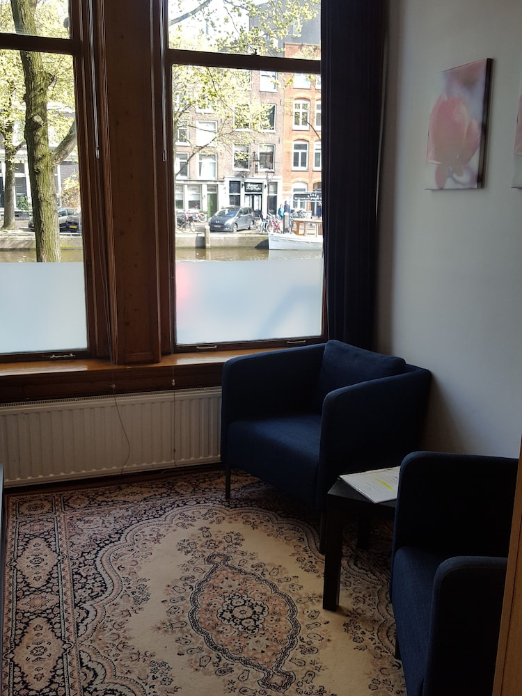 Living Room, Suites aan de Singel