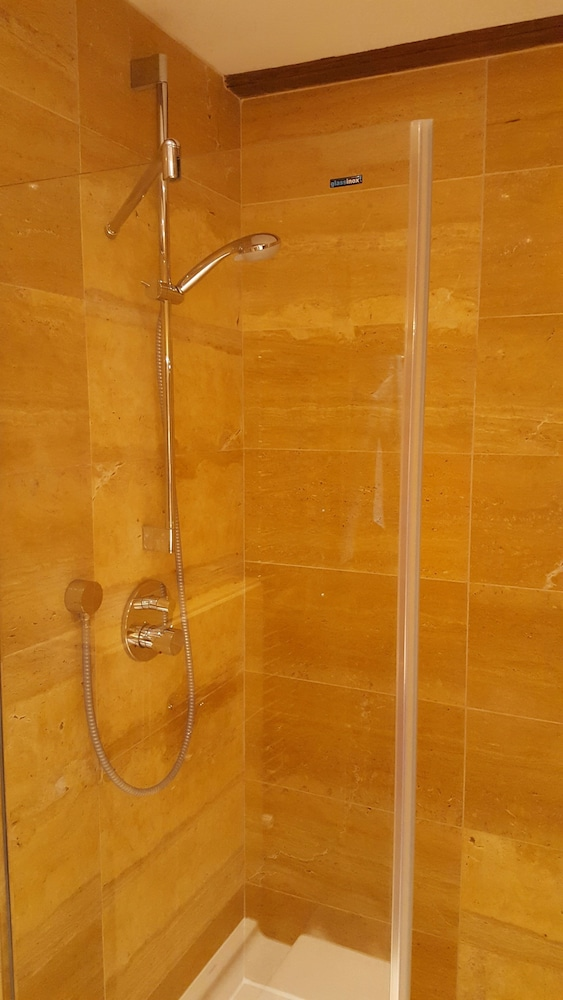 Bathroom Shower, Suites aan de Singel
