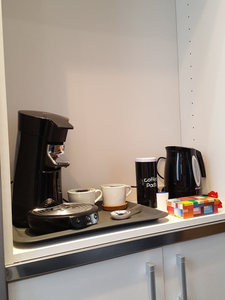 Coffee and/or Coffee Maker, Suites aan de Singel
