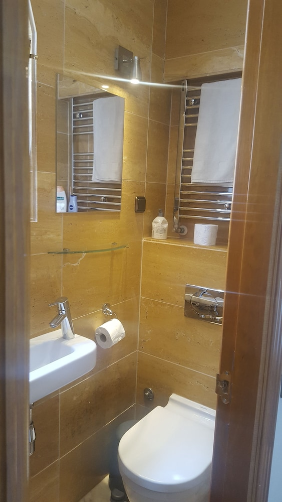 Bathroom, Suites aan de Singel