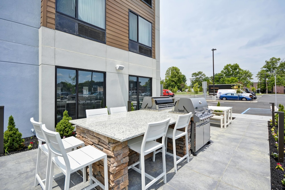 Outdoor Dining, Towneplace Suites Cranbury South Brunswick
