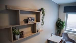 Skrivebord, skrivebord for bærbar PC og blendingsgardiner