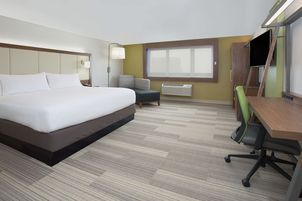 Room, Holiday Inn Express & Suites Dodge City, an IHG Hotel