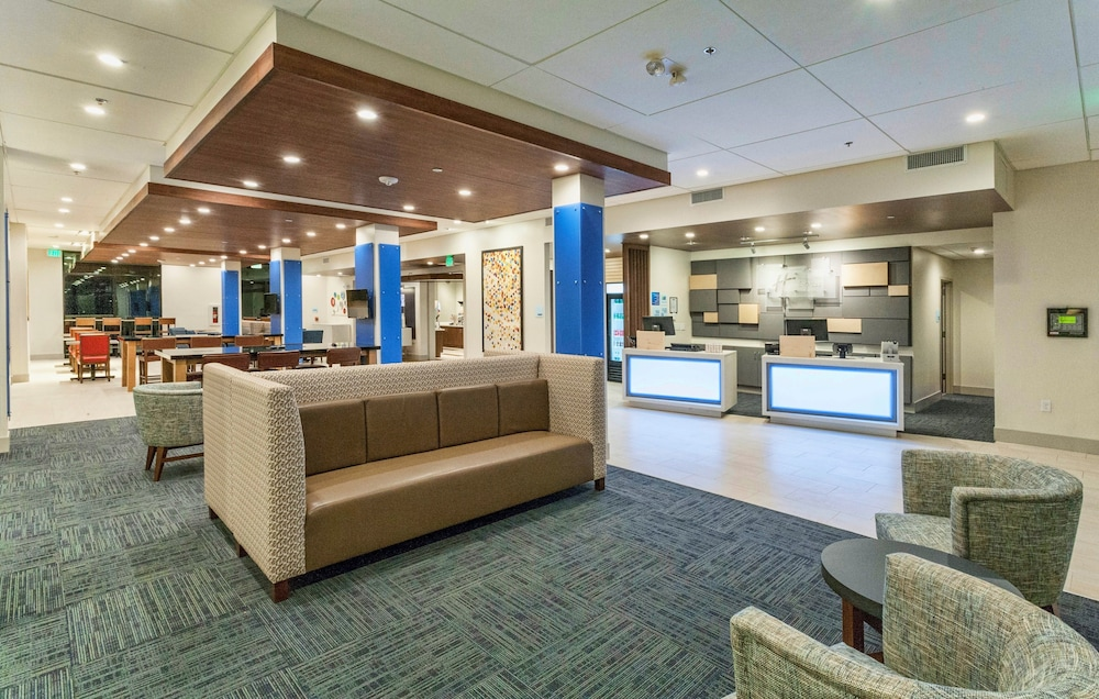 Lobby, Holiday Inn Express & Suites Dodge City, an IHG Hotel