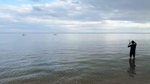 Beach nearby, white sand, snorkelling, kayaking
