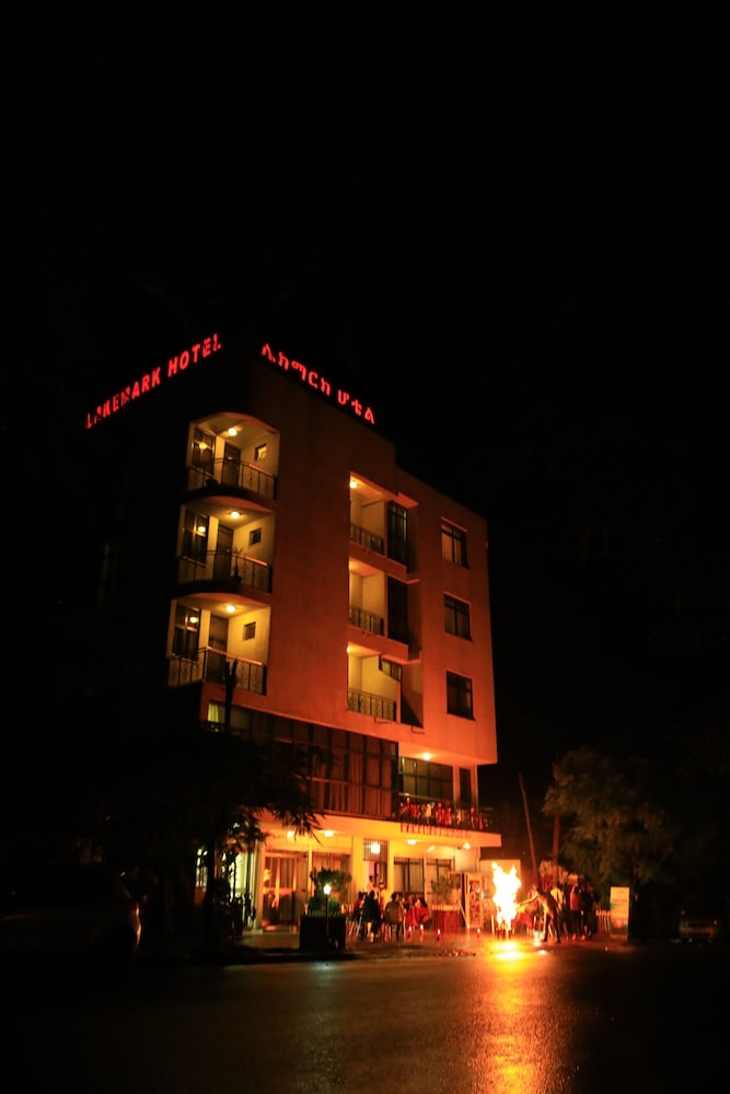 Front of Property - Evening/Night, Lake Mark Hotel