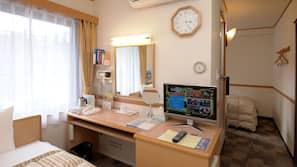 In-room safe, desk, free WiFi