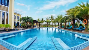 2 outdoor pools, open 8 AM to 7 PM, free pool cabanas, pool umbrellas