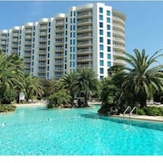 The Palms of Destin Resort by Panhandle Getaways