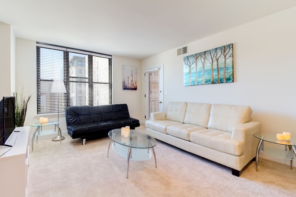 Street View Premium Apartment, 1 Bedroom, Kitchen, City View   Featured  Image ...
