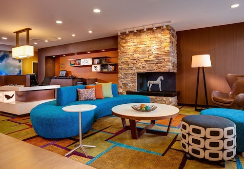 Lobby Sitting Area, Fairfield Inn & Suites by Marriott Bakersfield North/Airport