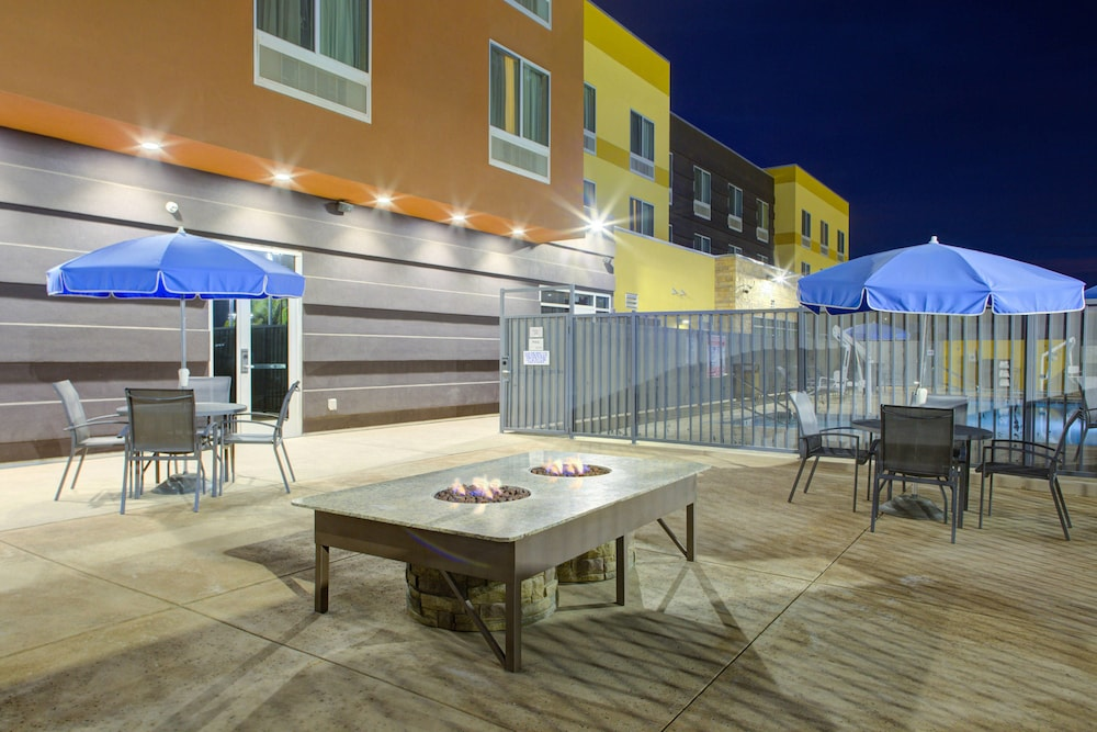 Terrace/Patio, Fairfield Inn & Suites by Marriott Bakersfield North/Airport