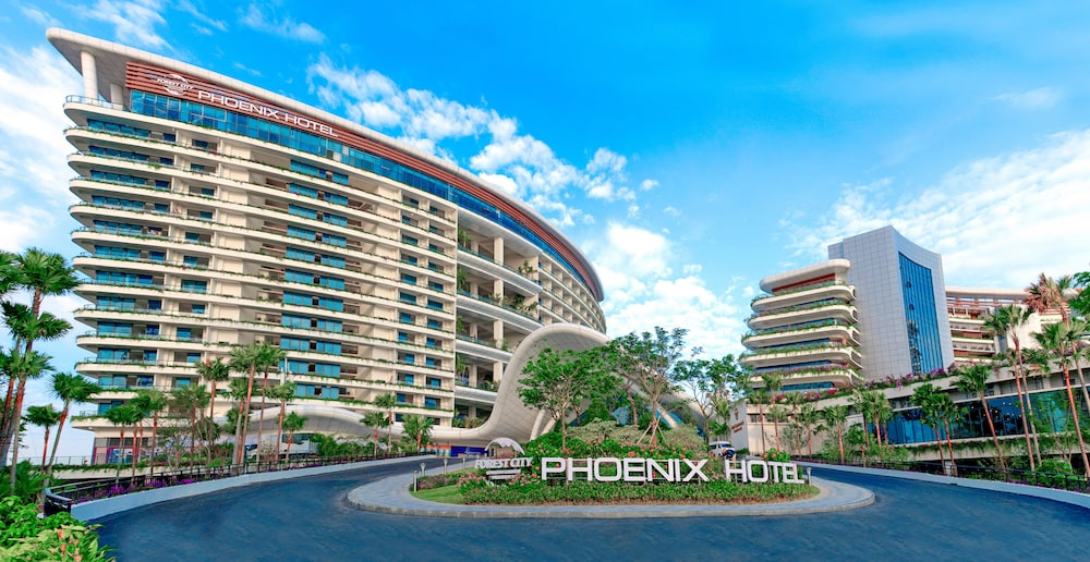 Forest City Phoenix International Marina Hotel In Johor Bahru Hotel Rates Reviews On Orbitz