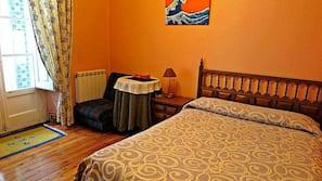 Ropa de cama de alta calidad, escritorio, cortinas opacas y wifi gratis