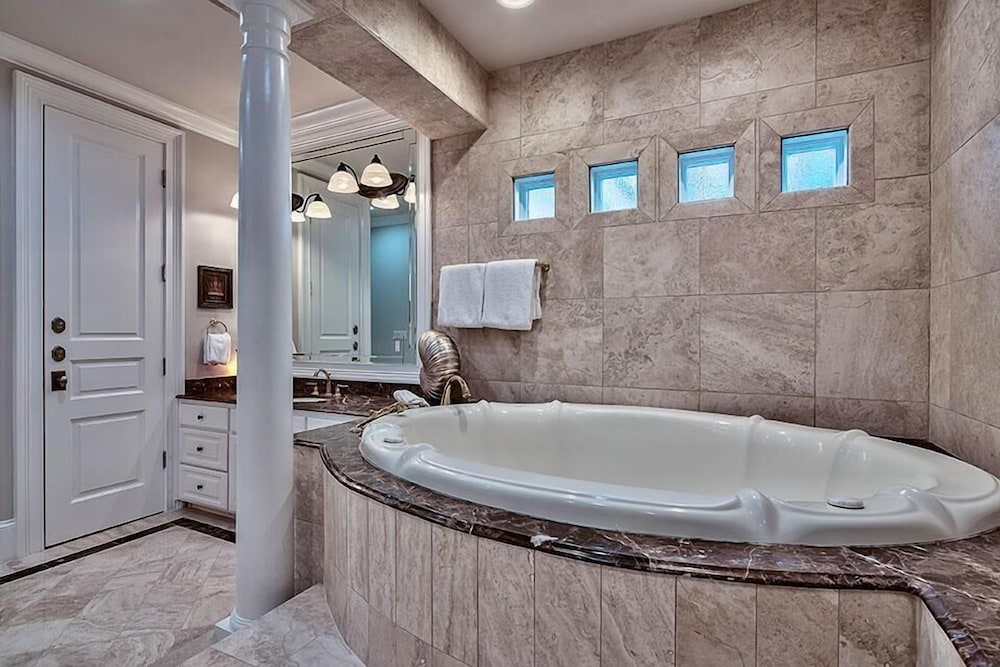 Bathroom, Millenia 7 Bedroom Holiday Home by Five Star Properties
