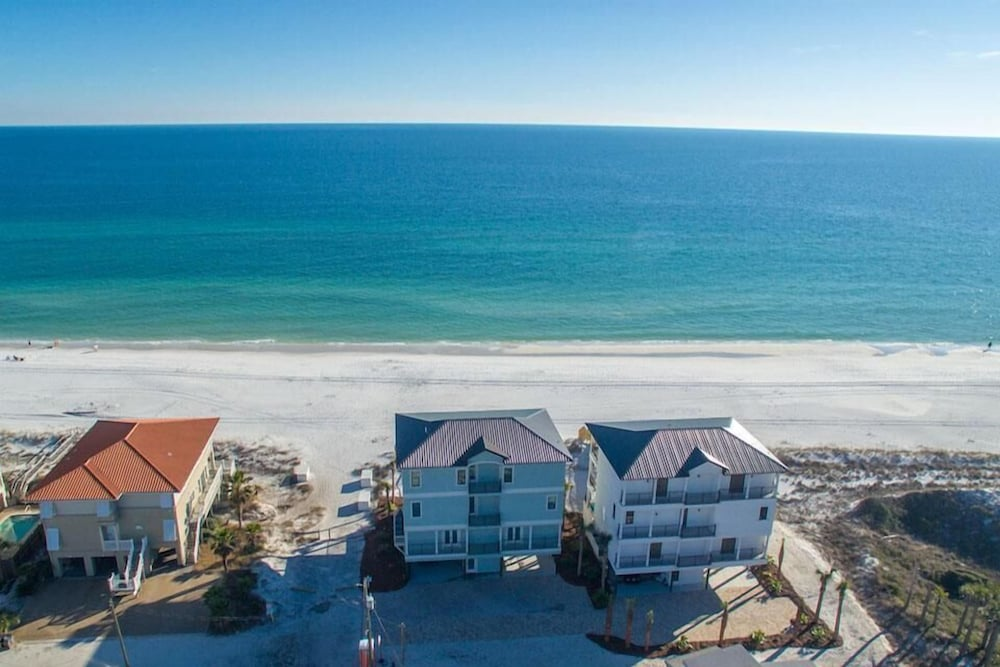 Featured Image, 5 O'Clock Somewhere 8 Bedroom Holiday Home by Five Star Properties