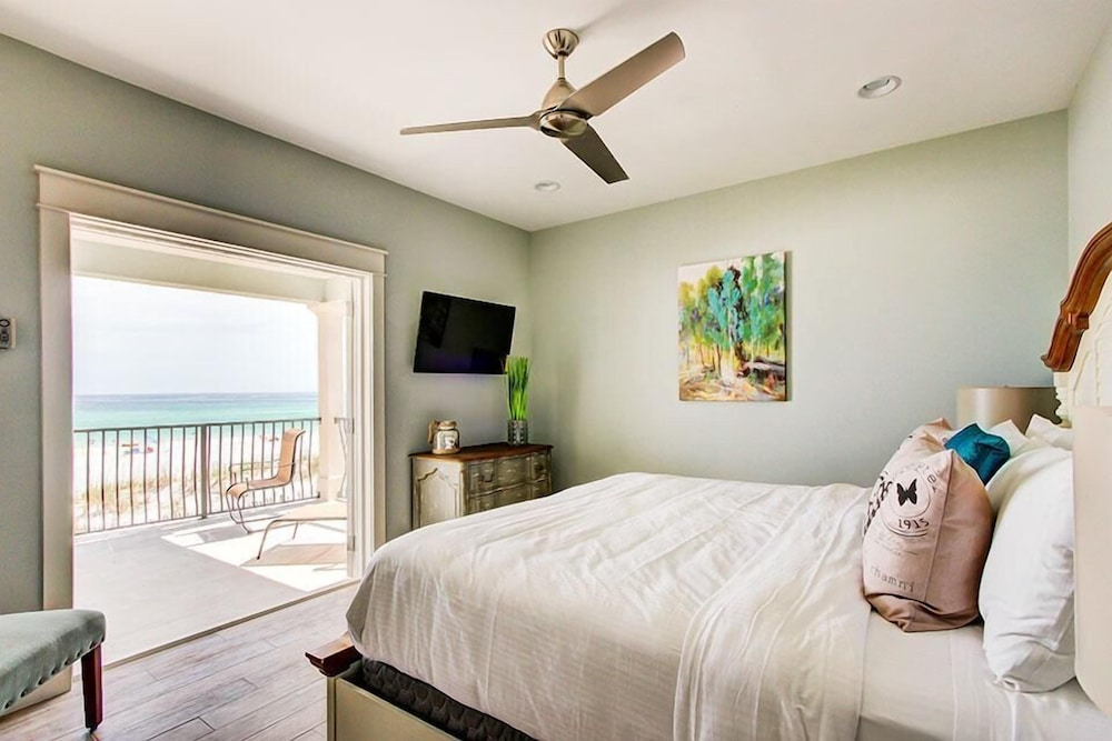 Room, 5 O'Clock Somewhere 8 Bedroom Holiday Home by Five Star Properties