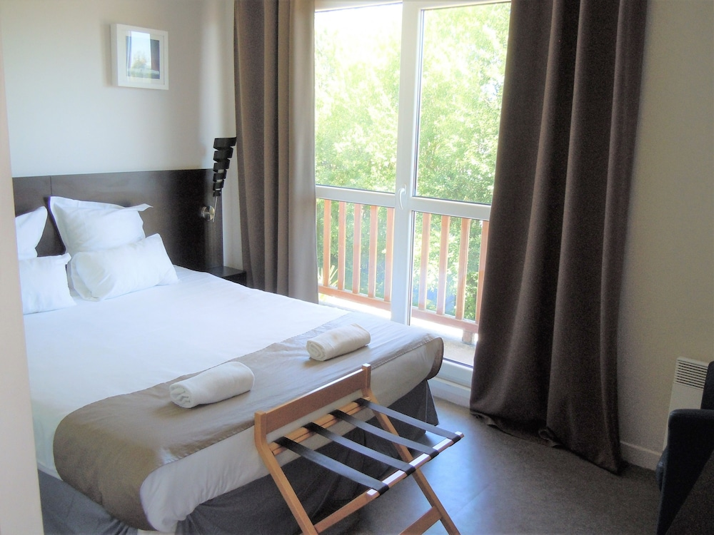 sweet home appart hotel deauville sud saint arnoult room prices reviews travelocity. Black Bedroom Furniture Sets. Home Design Ideas