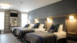 20 bedrooms, premium bedding, pillow-top beds, blackout curtains