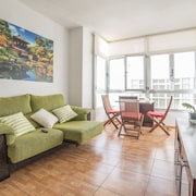 New apartment 30 mts from the beach with sea views