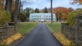 Maple Springs Lake Side Inn - Bemus Point Hotels