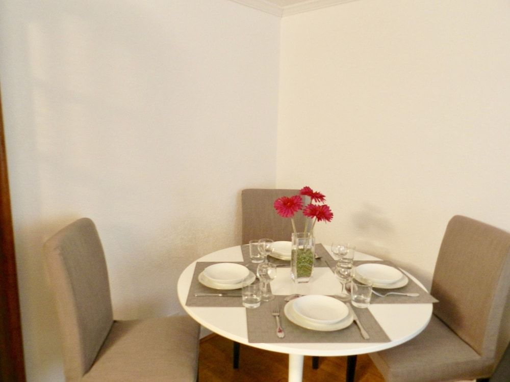 In-Room Dining, Larem Suites Old Town