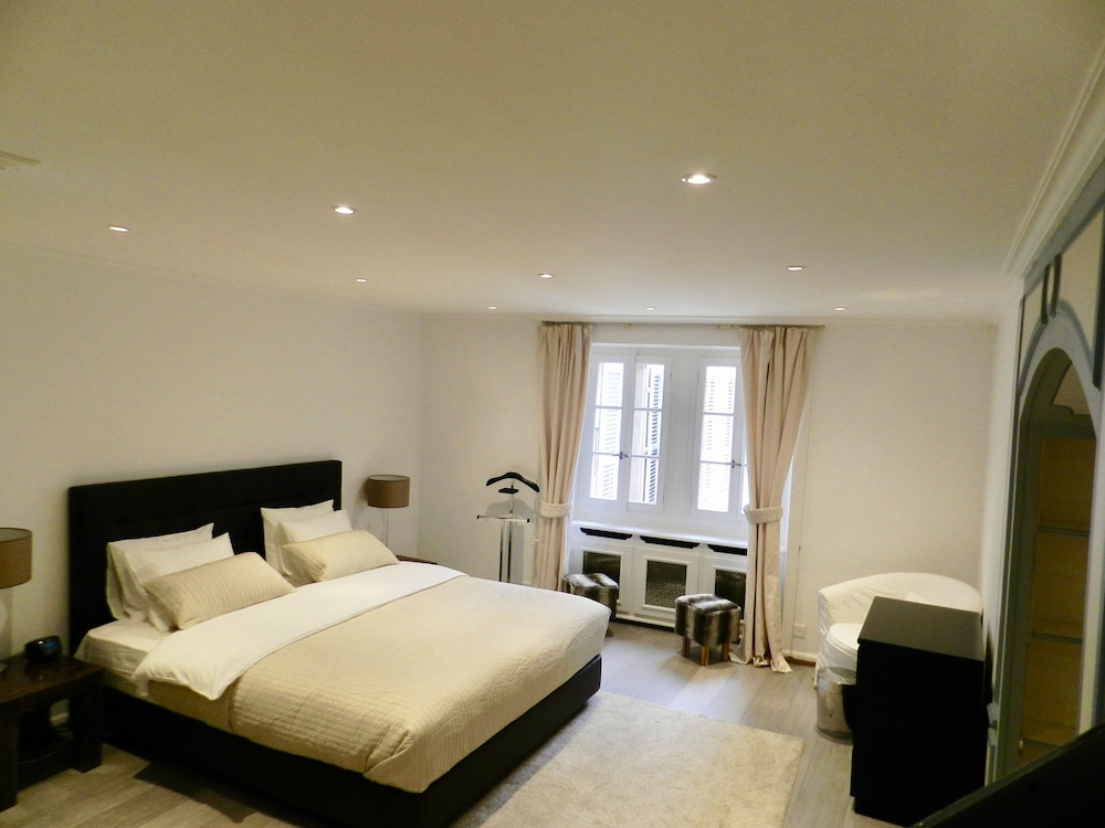 Room, Larem Suites Old Town