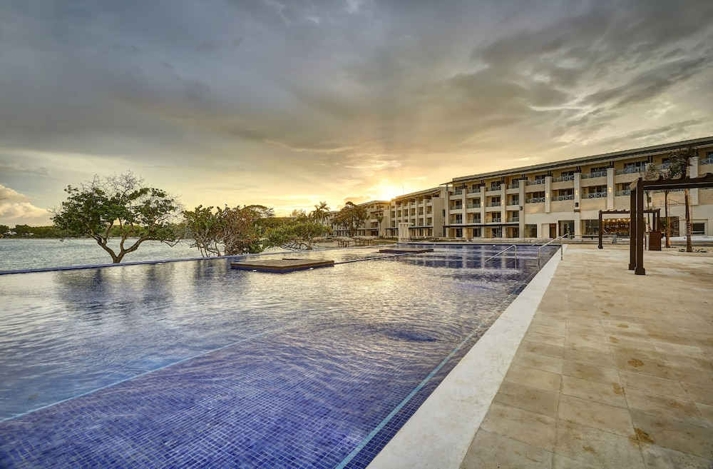 Infinity Pool, Grand Lido Negril Au Naturel Resort - All Inclusive