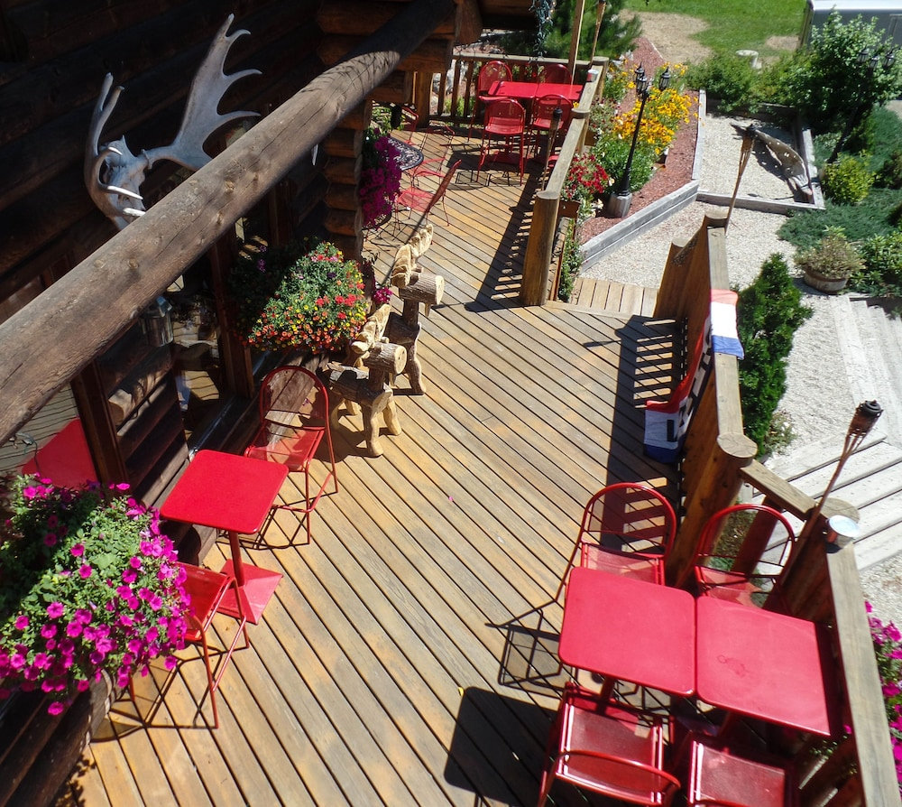 Outdoor Dining, HAWKS NEST LODGE AND RESTAURANT