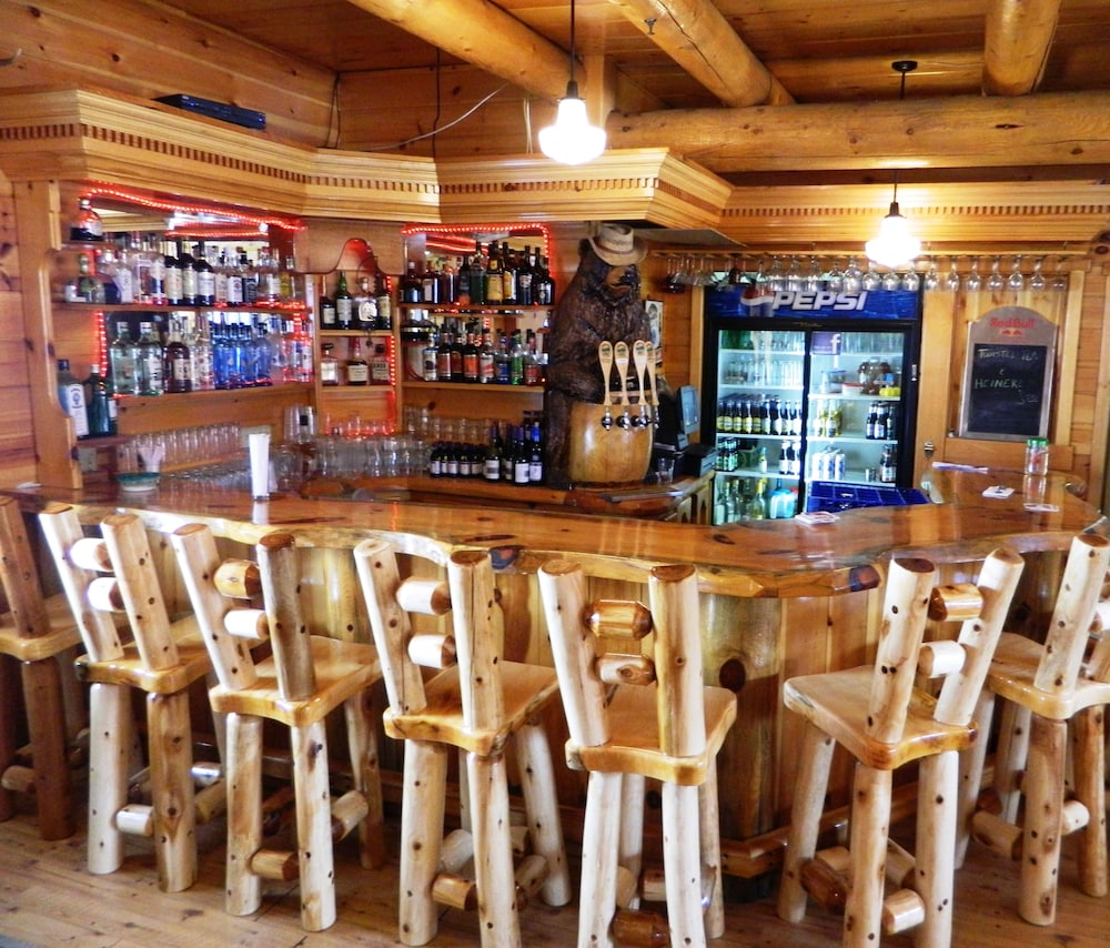 Bar, HAWKS NEST LODGE AND RESTAURANT