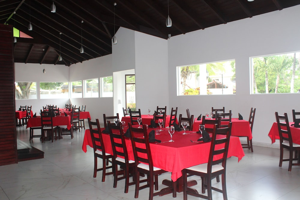 Restaurant, Ahnvee Resort Adults Only