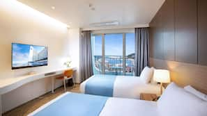 Premium bedding, in-room safe, blackout curtains, free WiFi