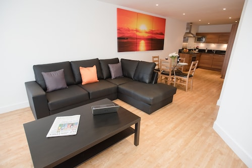 Celador Apartments - Projection West Serviced Apartments