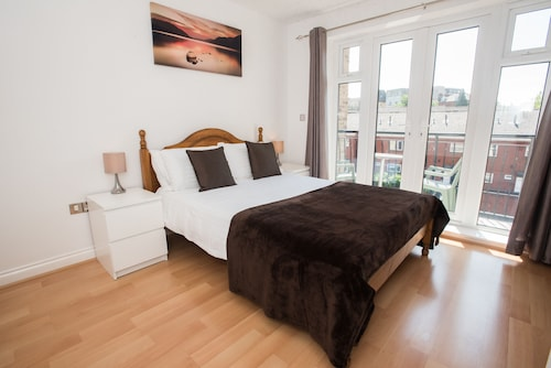 Celador Apartments - Blakes Quay Serviced Apartments