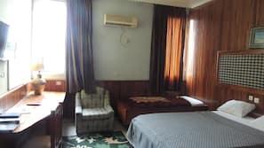 Desk, blackout curtains, free WiFi