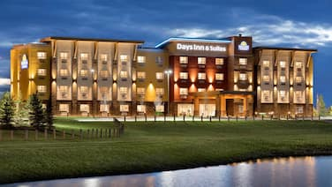 Days Inn & Suites by Wyndham Airdrie