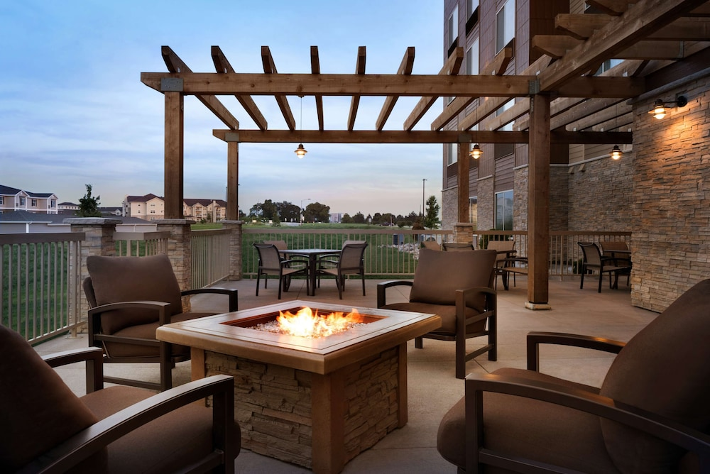 Terrace/Patio, Country Inn & Suites by Radisson, Indianola, IA
