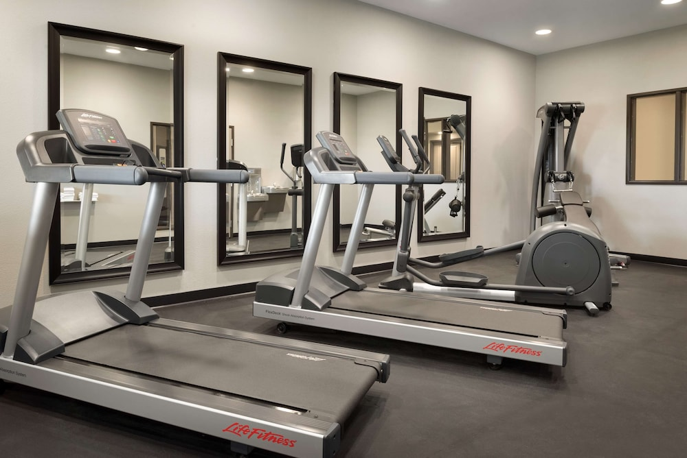 Fitness Facility, Country Inn & Suites by Radisson, Indianola, IA