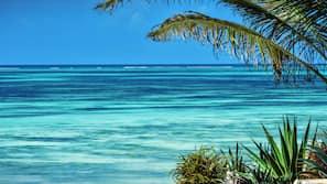 Am Strand, weißer Sandstrand, Massagen am Strand