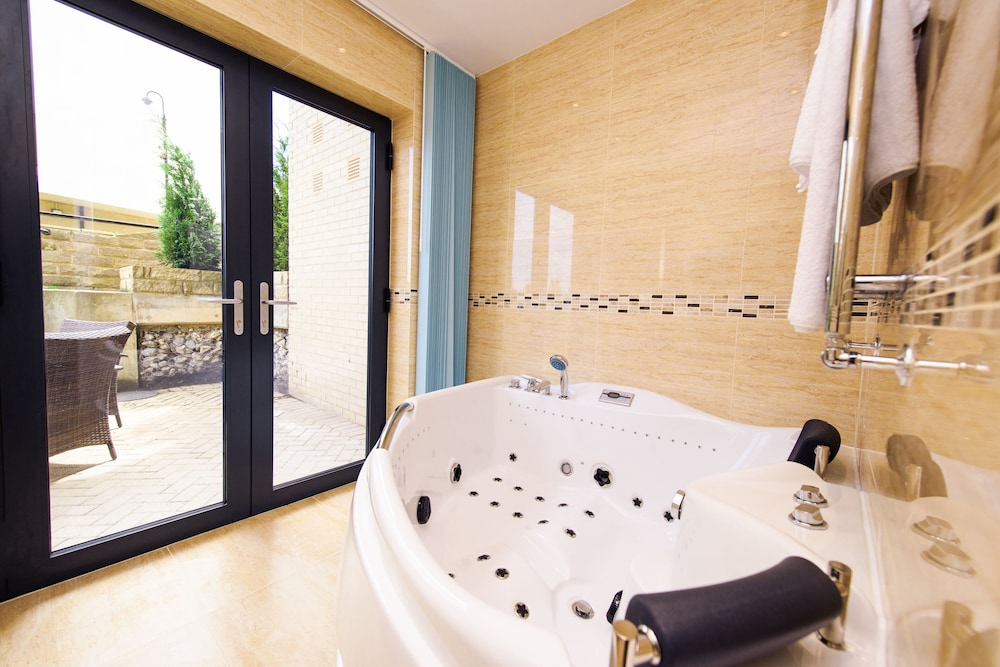 Jetted Tub, The Sands - Sea Front Apartments