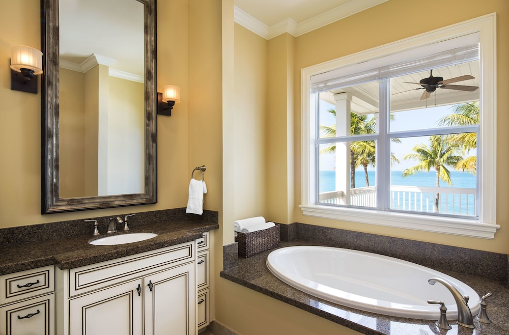 Bathroom, Sunset Key Cottages