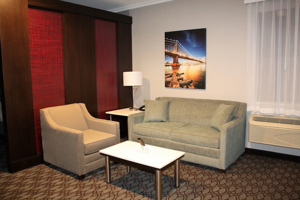 Living Room, Best Western Premier NYC Gateway Hotel