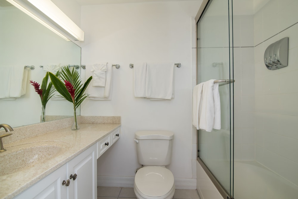 Bathroom, Regal Beach Club