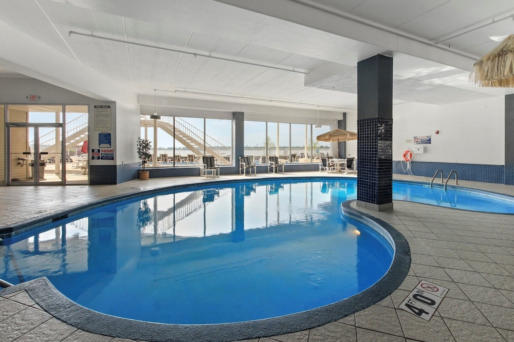 Indoor Pool, Delavan Lake Resort