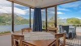 Libra Lake View Villa - Queenstown Hotels