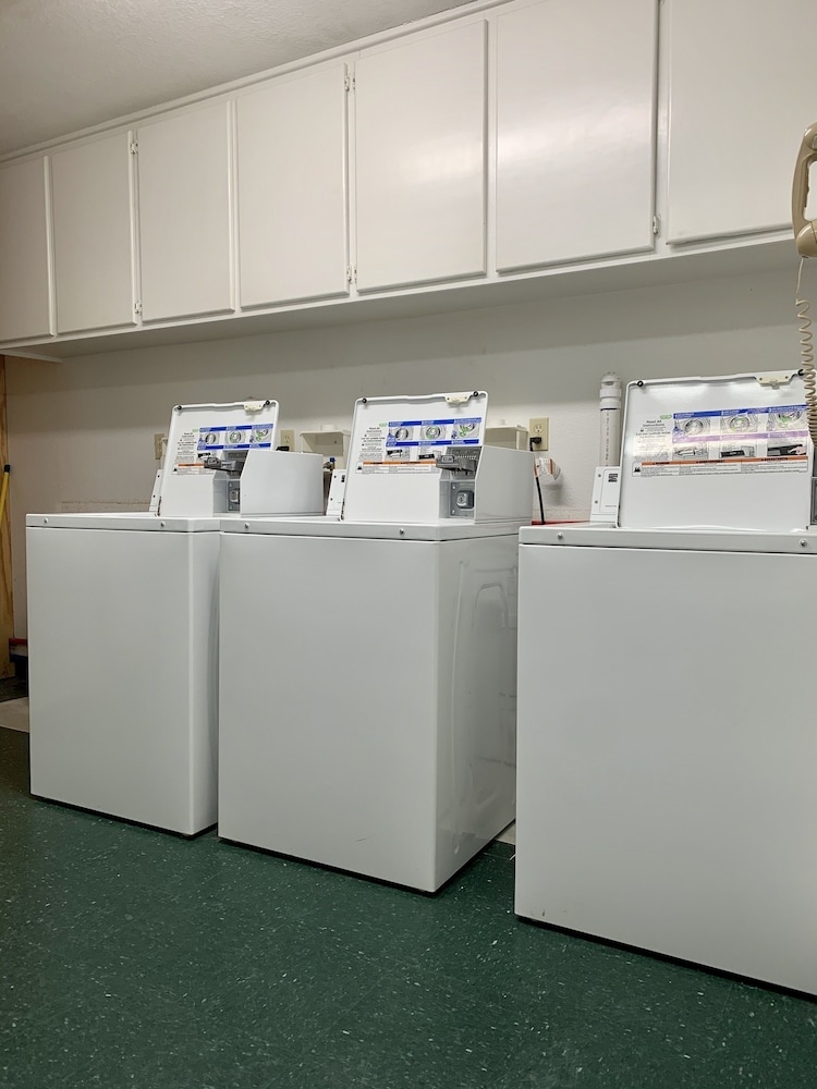Laundry Room, Candlelight Inn & Suites Hwy 69 near McAlester