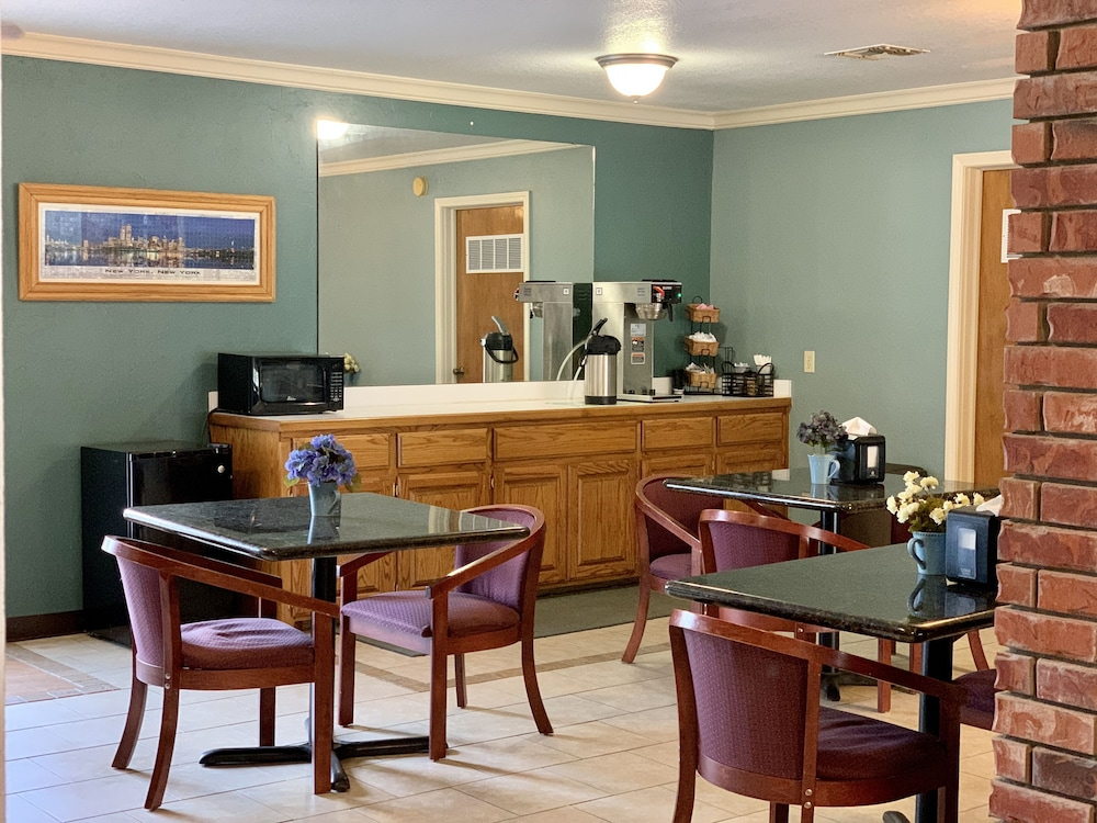 Breakfast Area, Candlelight Inn & Suites Hwy 69 near McAlester