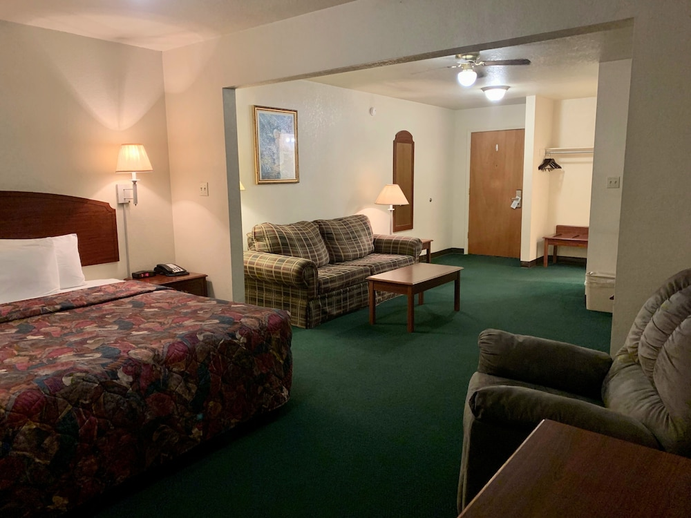 Room, Candlelight Inn & Suites Hwy 69 near McAlester